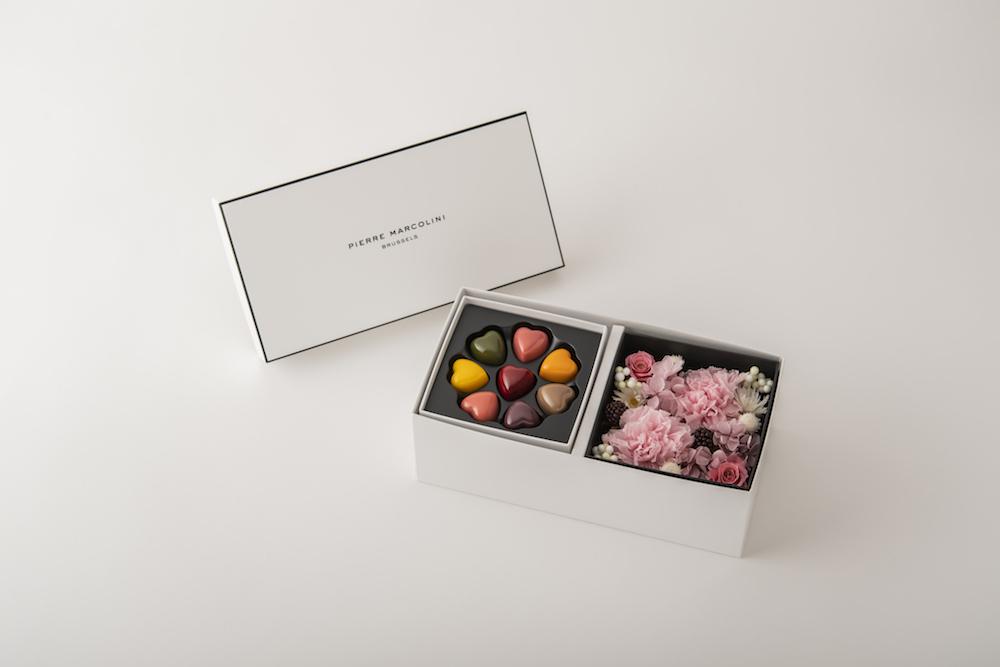 プリザーブドフラワーボックスと「レ クール 8個入り」を組み合わせた「マルコリーニ マザーズデー リミテッド ボックス A」¥7,450