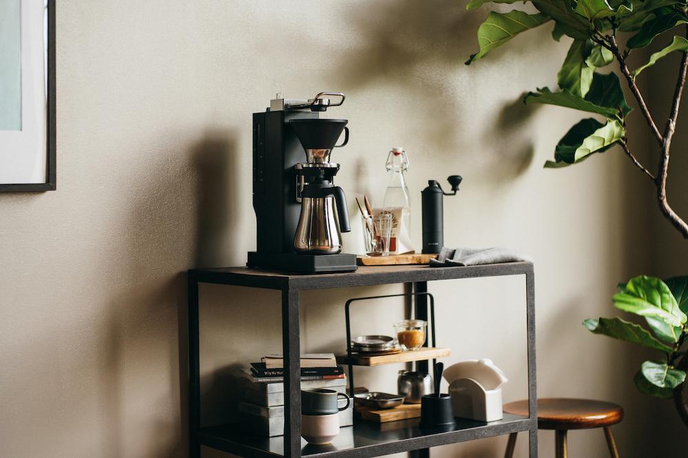 キッチンはもちろん、リビングの片隅にもしっくり収まるデザインとサイズ感。