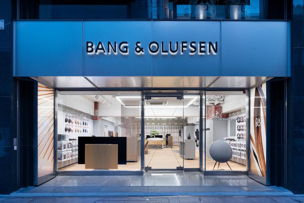 ブランド店などが軒を連ねる銀座・並木通り沿いにオープンした「バング & オルフセン 銀座」。