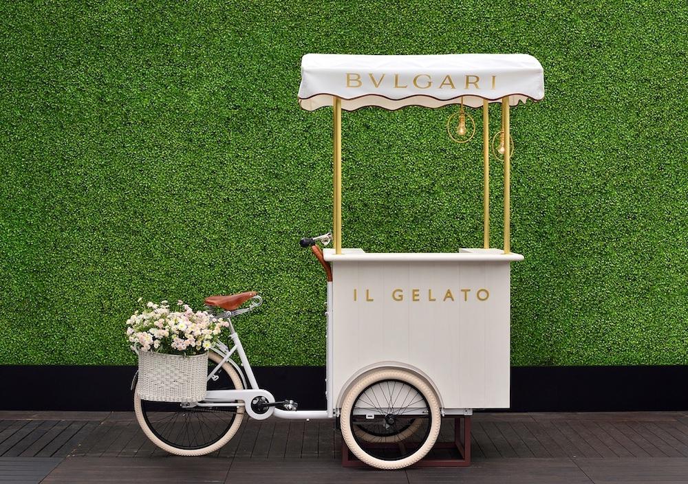 イタリアでは夏のビーチや避暑地でおなじみのジェラート・トロリーが登場。都会のルーフトップにバカンス気分を運んでくる。