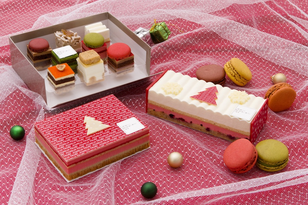 冷凍配送クリスマスケーキ。左上から時計回りに「」「冷凍 デギュスタシオン イヴェール」¥2,500、「ノエル チーズ ケーク&マカロン 5P」¥5,600、「冷凍 デギュスタシオン イヴェール」¥2,500