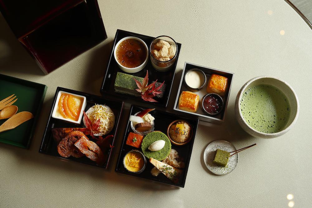 抹茶の緑が美しい、和と洋が美しく同居する「日本茶アフタヌーンティー」。繊細なお茶の香りを堪能して。