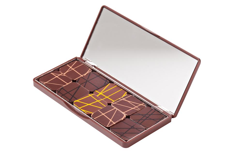 ラ・メゾン・デュ・ショコラ×シュウ ウエムラ「パレット ショコラ」(10粒入)¥3,000