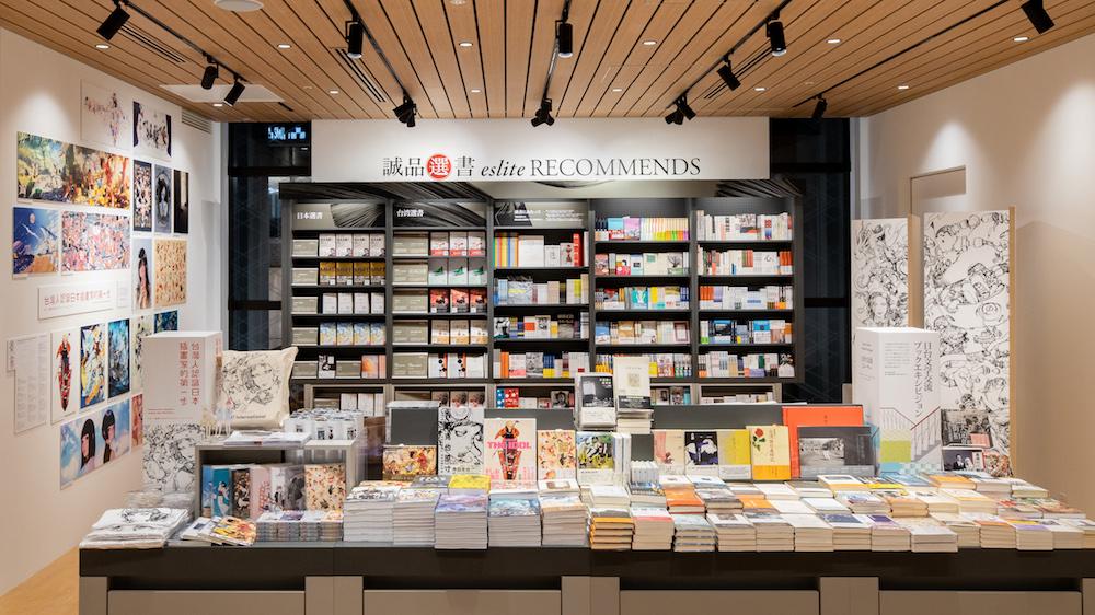 「誠品書店」に行ったら必ずチェックしたい、月替りの「誠品選書」のコーナー。