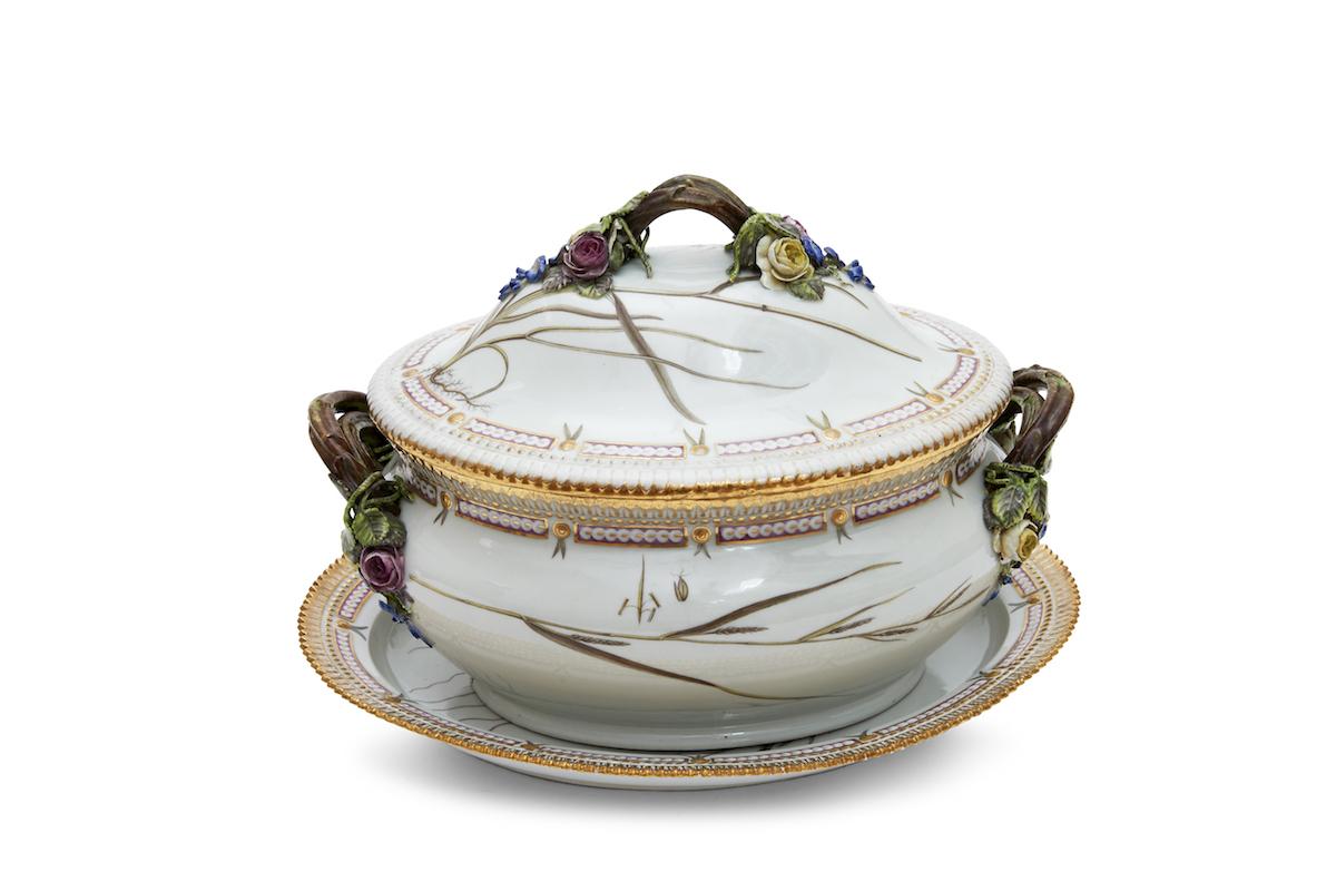 フローラ ダニカ 蓋付深鉢、受皿 デンマーク王室所蔵 1790年-1803年 オーバーグレイズ技法