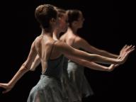 パリ・オペラ座が杉本博司の演出でバレエと能のコラボレーション劇を上演!