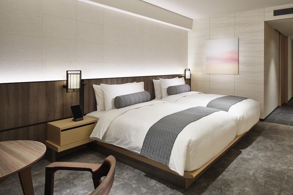 ゆったりとした間取りの居室で旅の疲れを癒すことができる「ザ・サウザンド・ルーム」。