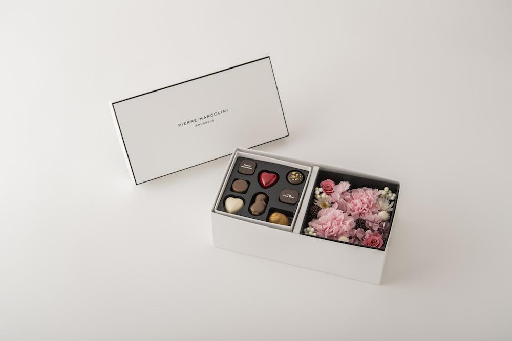 プリザーブドフラワーボックスと「セレクション 8個入り」で構成される「マルコリーニ マザーズデー リミテッド ボックス B」¥7,150