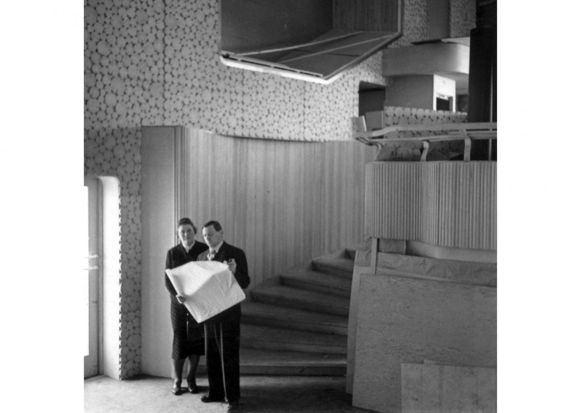 アイノ・アアルトとアルヴァ・アアルト ニューヨーク万国博覧会フィンランド館にて、1939年 Alvar Aalto Foundation