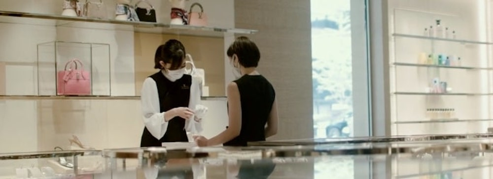 実さにLVMH傘下ブランドまたは部門のスペシャリストをメンターとして店舗でのトレーニング(インターンシップ)