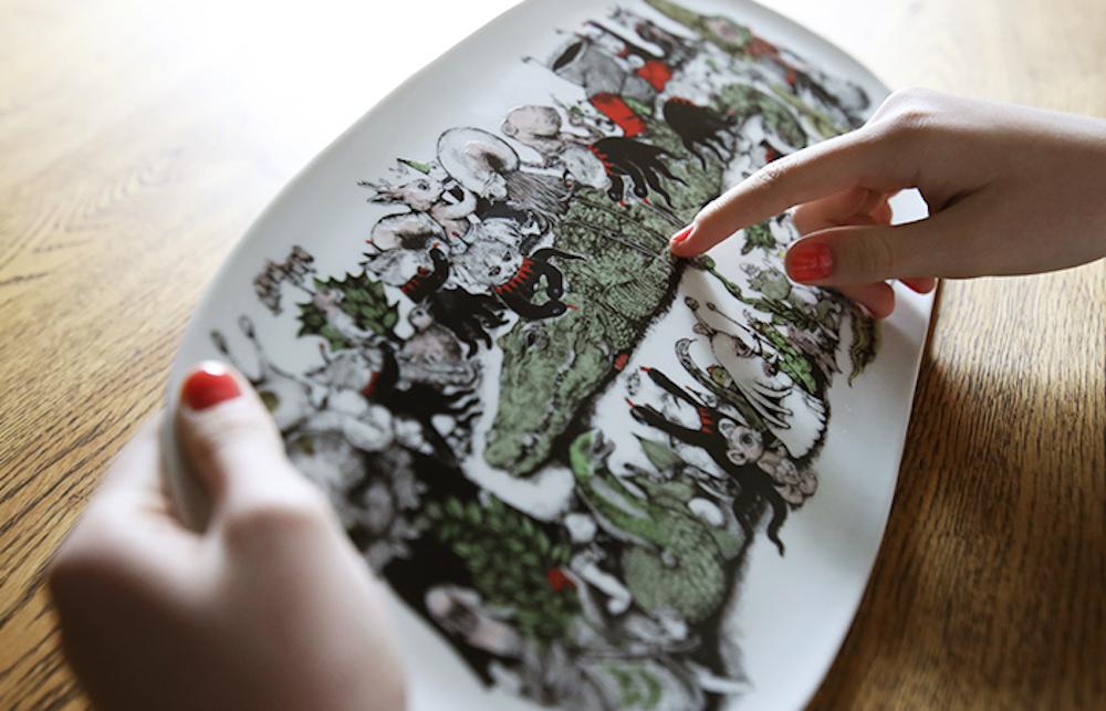 九谷焼の長皿「おどりくるうモンスターたちー絵本 ギュスターヴくんより」¥24,000