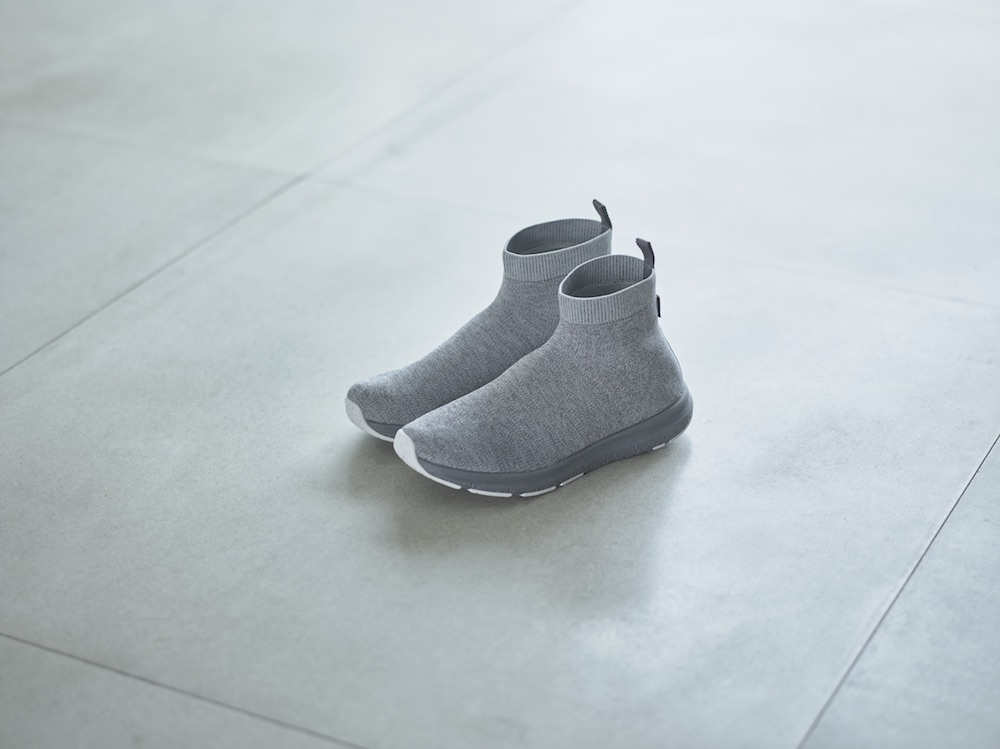 「Velocity Knit Mid GORE-TEX Invisible Fit」(グレー)¥19,000