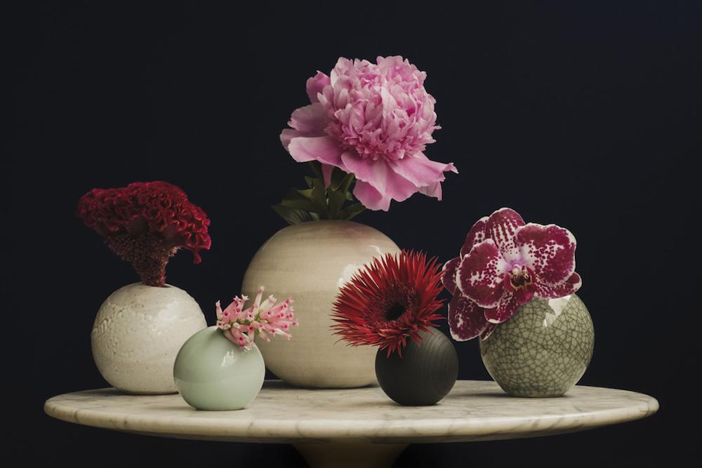 蘭や芍薬など、インパクトの強い花もおまかせ。プレゼントにもぴったり。