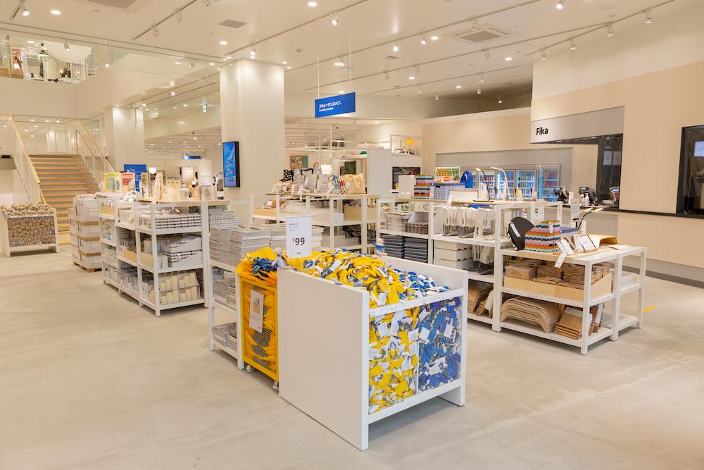 国内外のイケア店舗で初となる「スウェーデンコンビニ」の売り場。忙しい時にさっと買い物が済ませられる。