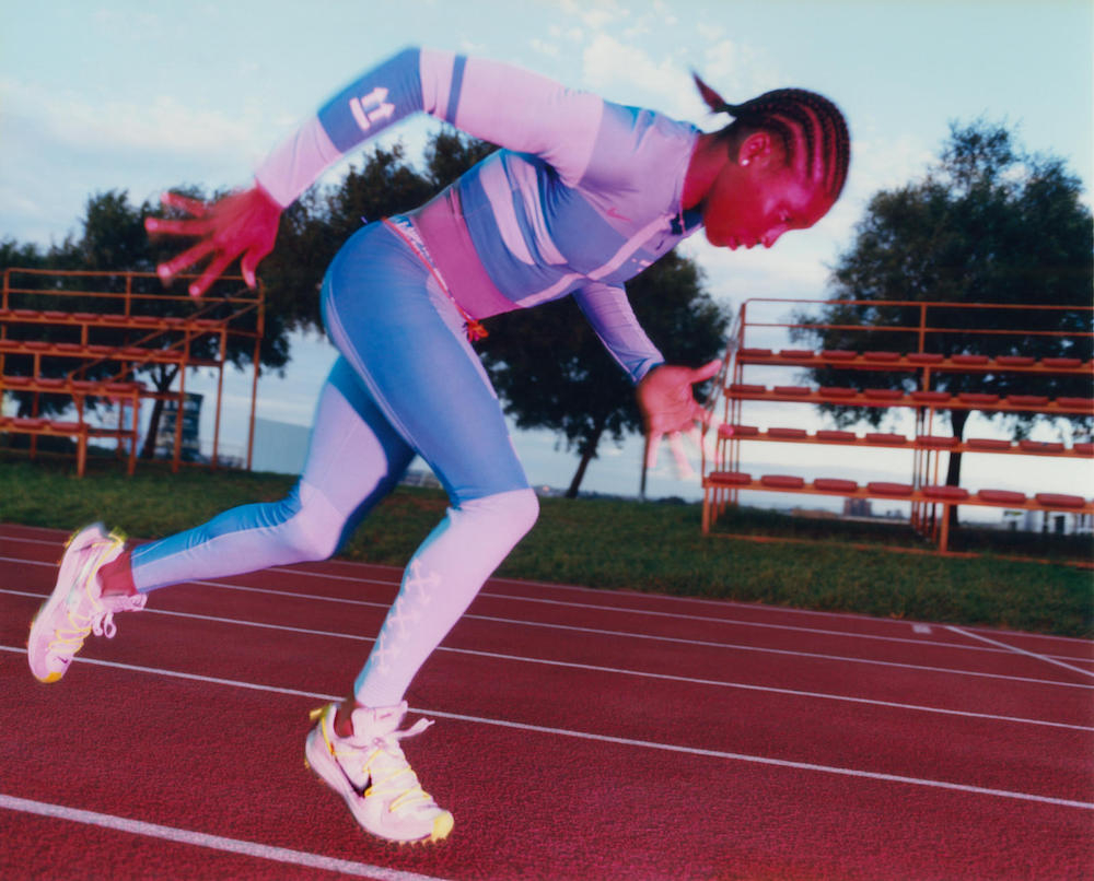 ヴァージル・アブローによる南アフリカ共和国の陸上選手、キャスター・セメンヤをモデルに起用した