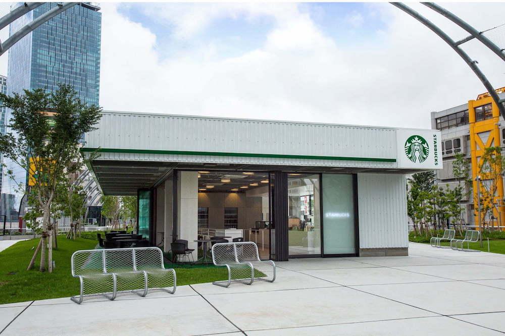 公園内に出店するのはここのみ。開放感のある店舗デザインにも注目を。