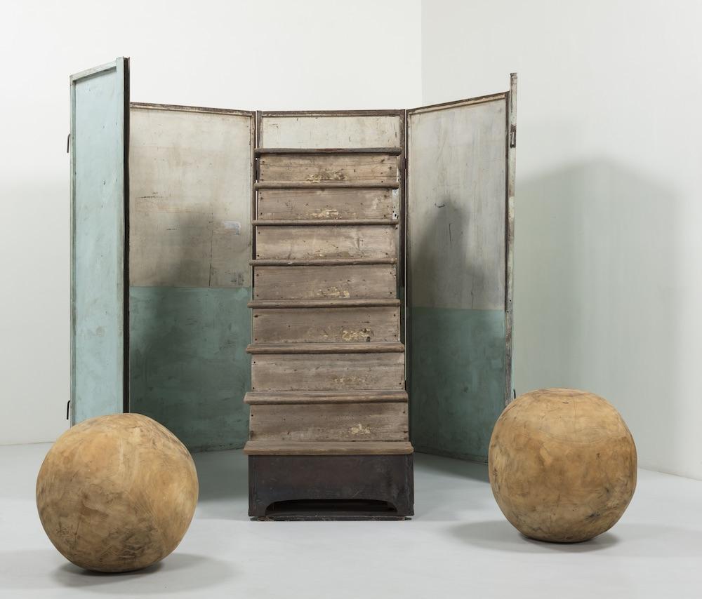 シャーマン作品と響きあう現代美術の名作が並ぶ企画展も同時開催
