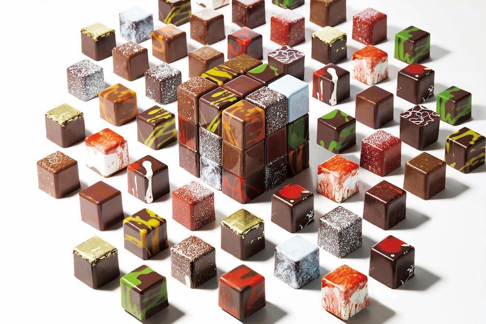 今回初出店ブランドのひとつ「ショコ オ キャレ」のキューブ型ボンボンショコラ。周りのシェルを先に作り、中に柔らかいキャラメルやガナッシュを閉じ込める製法で、パリで人気沸騰中。