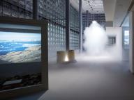 霧の彫刻が空間を満たす! 中谷芙二子と宇吉郎の親子による展覧会『グリーンランド』、銀座メゾンエルメス フォーラムにて開催中