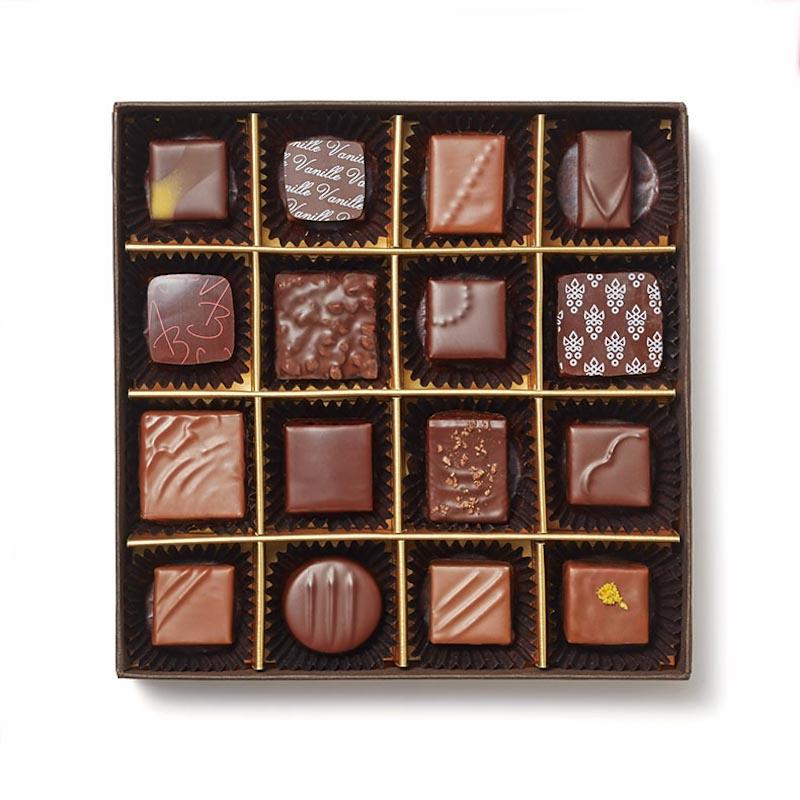 16ブランドのショコラを詰め合わせた「<セレクションボックス>ナチュール」¥8,300