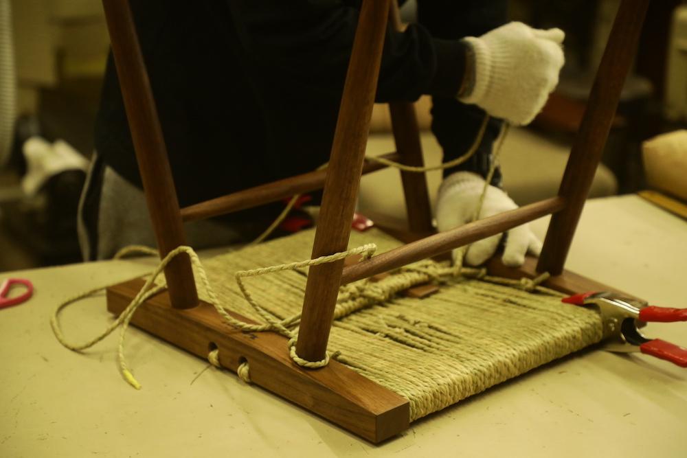 桜製作所は1964年にナカシマが始めて高松を訪れて以来、長年にわたって彼の家具を製作。