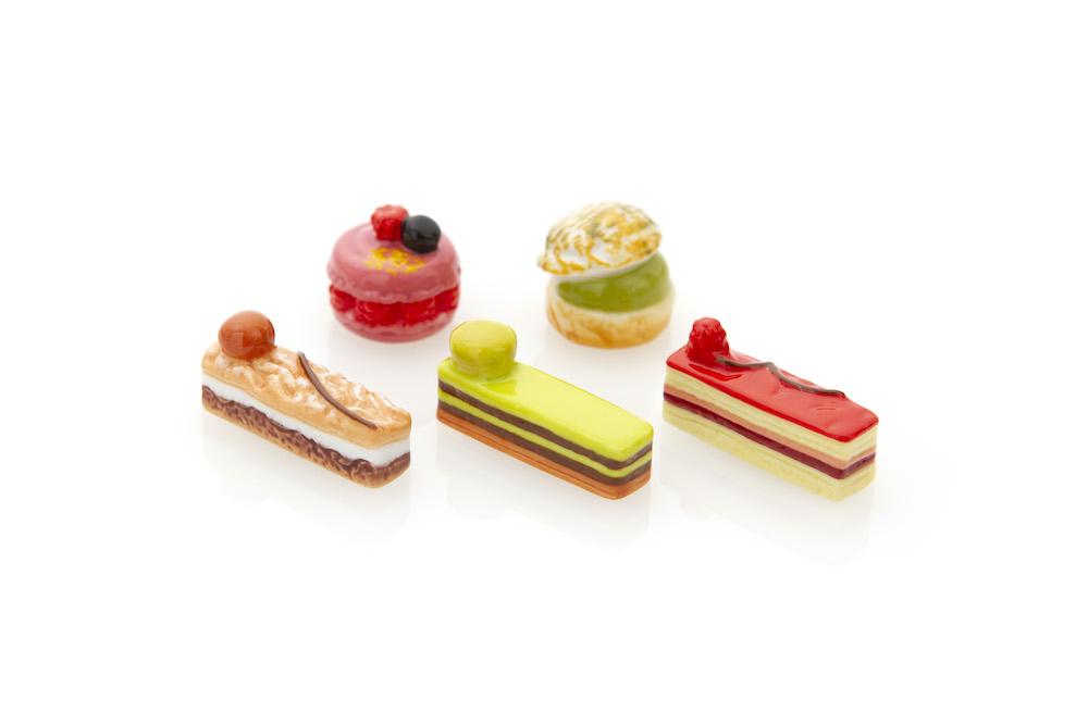 パティスリー・サダハル・アオキ・パリのお菓子(アンディビジュアル)を象ったフェーヴが5種類。どれが出るかはお楽しみ。