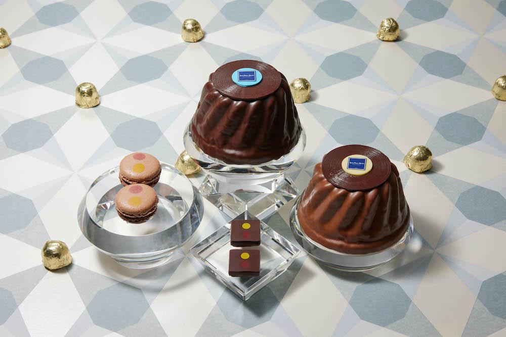 「ノエル アドヴェント コレ」¥3,900、「クグロフ ショコラ キャラメル サレ」¥3,900、「」¥435クション」。左から「マカロン マックポップ」¥291、「クグロフ ショコラ」