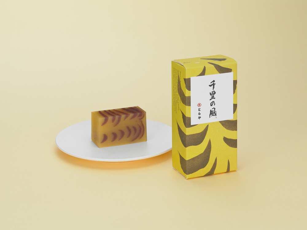 赤坂店限定 特製羊羹「千里の風」竹皮包1本¥3,600、中形1本¥1,800