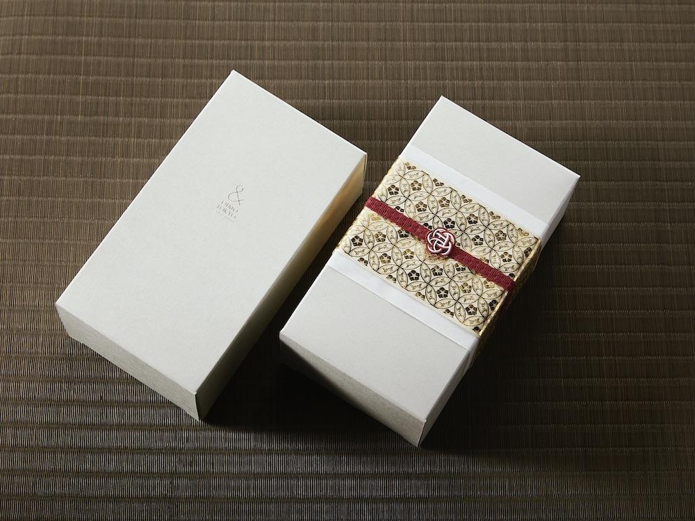 和を感じさせるギフトラッピングも魅力。「蜜芋バスクチーズケーキ&ギフトラッピング」¥3,780