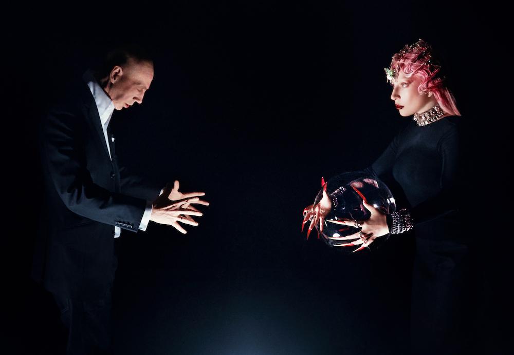 強い絆で結ばれたニック・ナイト(左)とレディー・ガガ(右)。