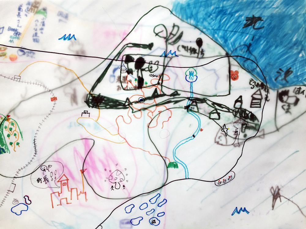 3月10日(日)にはアーティスト、エレナ・トゥタッチコワを講師に迎え、子供たちを対象としたTOKYO ART BOOK FAIRの地図を作るワークショップを開催。