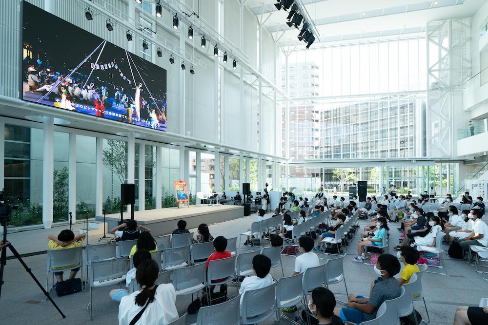 8月24日(月)に「ヨコハマ・パラトリエンナーレ2020」公開授業を行った横浜市役所アトリウムは、コア会期の際のリアル会場に。撮影:加藤甫