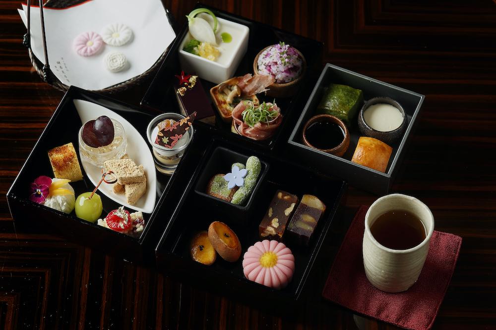 京の秋をギュッと凝縮したような、華やかなアフタヌーンティー。東京にいながらにして鍵善良房のお菓子を楽しめるのも嬉しい。