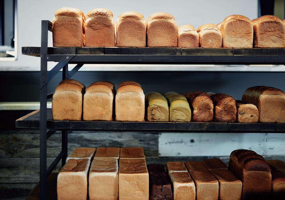 人気の「パン ド ミ アンジュ」や「パン ド ミ ブール」に加え、「ブリオッシュ食パン」「全粒粉食パン」「セレアル食パン」など、食パンのラインナップが充実。個性の違いを楽しんで。