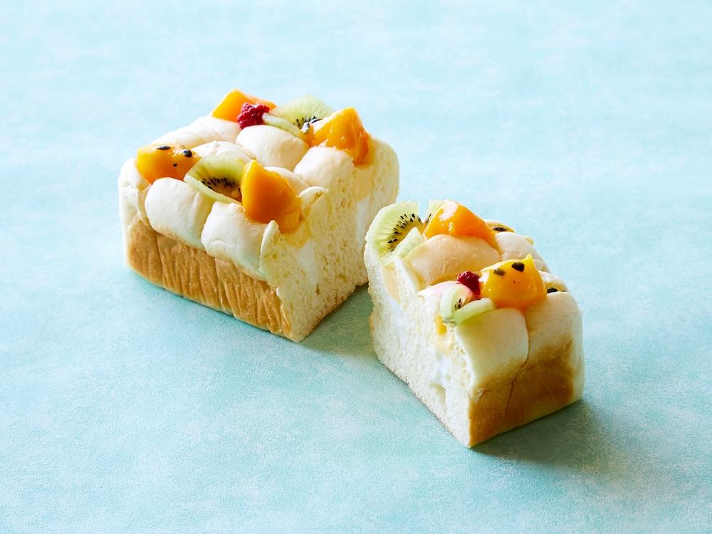 「ペストリーショップ」(ロビーフロア・2F)の「ふんわりトロピカルクリームパン」¥600/2018年8月31日(金)まで販売