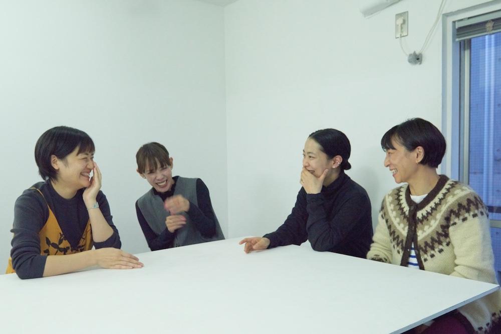 左から渡部かおり、「ゆずりは」高橋亜美、井伊百合子、枝比呂子。