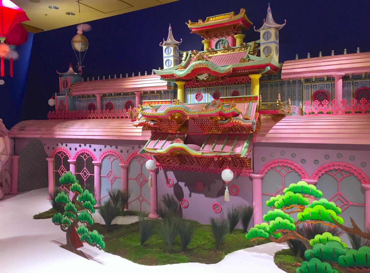 細かな細工が施された「OMOTENASHI屋敷」。からくり人形はここから出てくる。