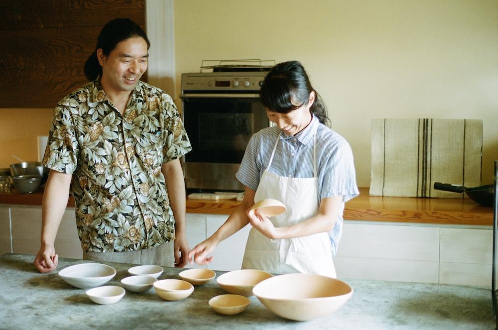 陶芸家・竹村良訓と料理家・冷水希三子がじっくり時間をかけて作った器のシリーズ「4 Seasons dish」。2019年春には'Spring -Summer'が発売予定。