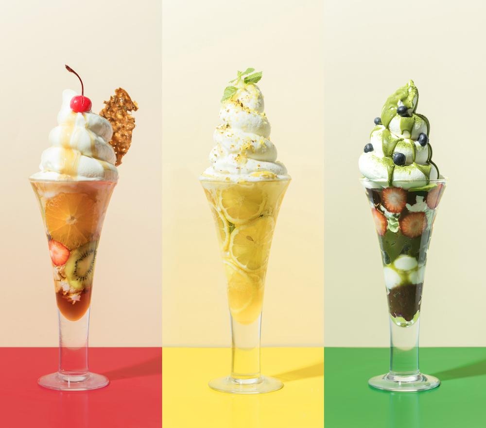 (左から)「クリームチーズソフトパフェ プリンアラモード」¥1204、「クリームチーズソフトパフェ レモン」¥1185、「クリームチーズソフトパフェ 抹茶」¥1241