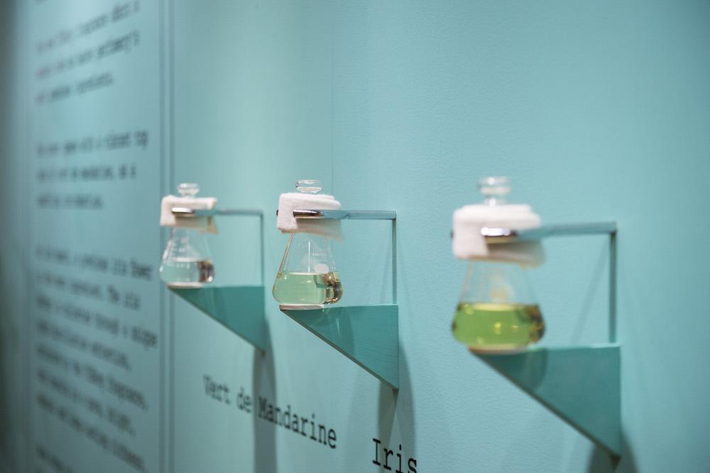 香りを構成する希少な天然香料も展示されていた