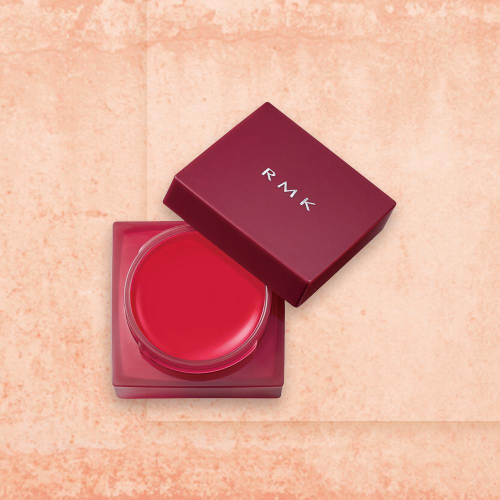 モダンな色香を漂わせる、透けるような赤
