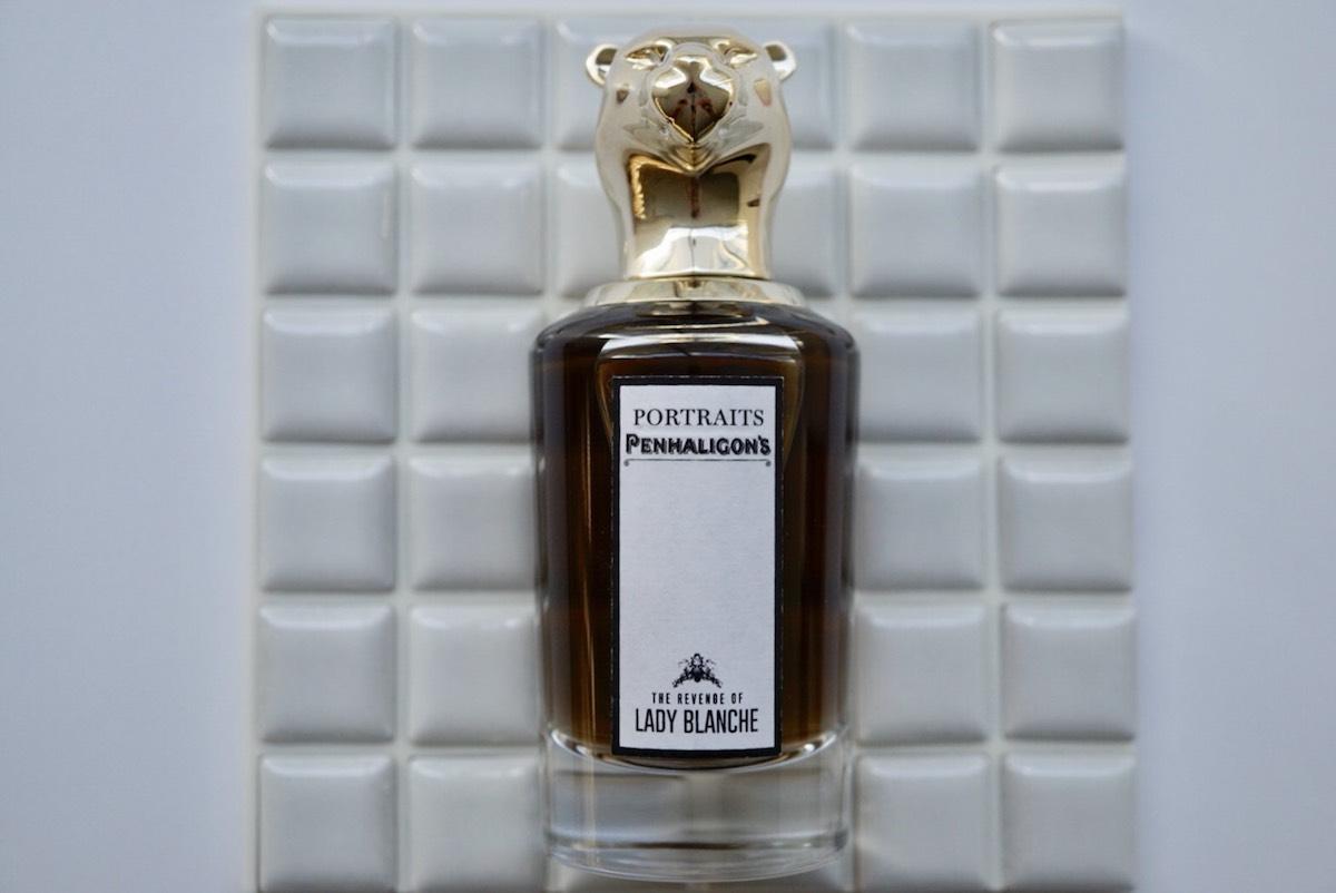 数々の賞を受賞しているパッケージはアーティストのクリスティヤーナ・S・ウィリアムズとのコラボレーション。ザ リベンジ オブレディ ブランシュ オードパルファム 75ml ¥31,500