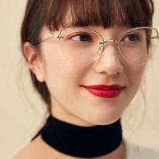 【style2】赤リップ×眼鏡で、こなれたおしゃれ顔