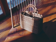 木の温かみ、巧みな手わざ。トート形のかごバッグが好き