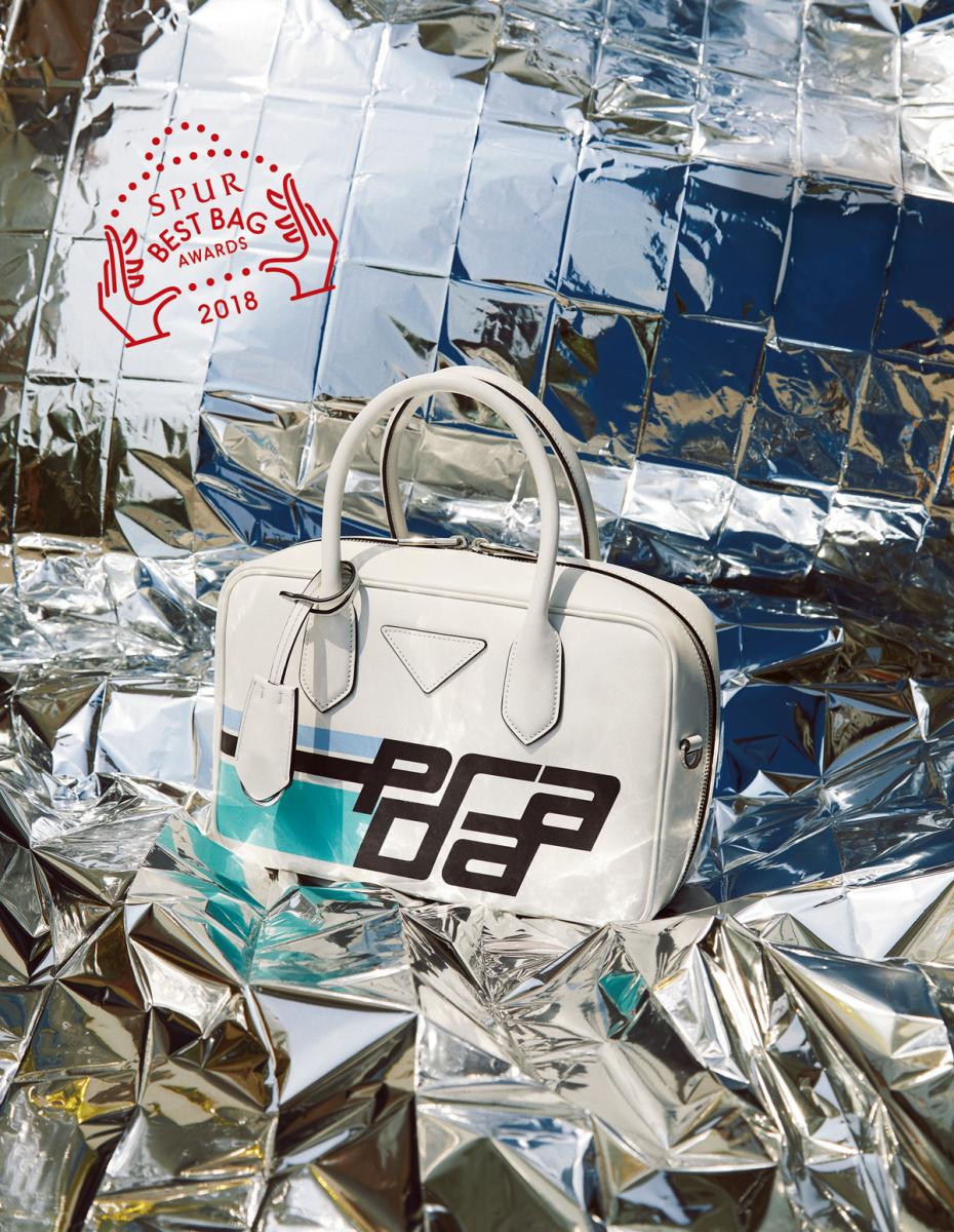 バッグ〈H17×W26×D8〉(ストラップつき)¥248,000(予定価格)/プラダクライアントサービス(プラダ)