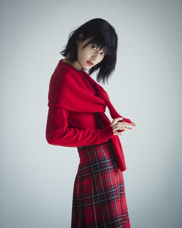「きれいな大人」になりたい PART2 橋本愛は赤を着て「きれいな大人」になる