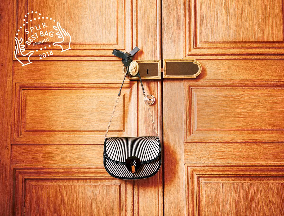 バッグ〈H16×W23×D11〉¥270,000/ジョルジオアルマーニ ジャパン(ジョルジオ アルマーニ)