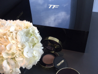 コンパクトから漂うシックな佇まい。トム フォード ビューティ初のクッションファンデーションが拓く美の道すじ  #tfcushion