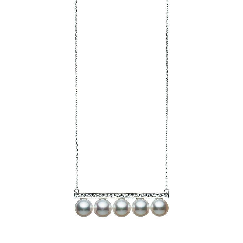 """""""バランス ダイヤモンド パヴェ""""ペンダント〈WG、あこや真珠、ダイヤモンド〉¥950,000/TASAKI"""