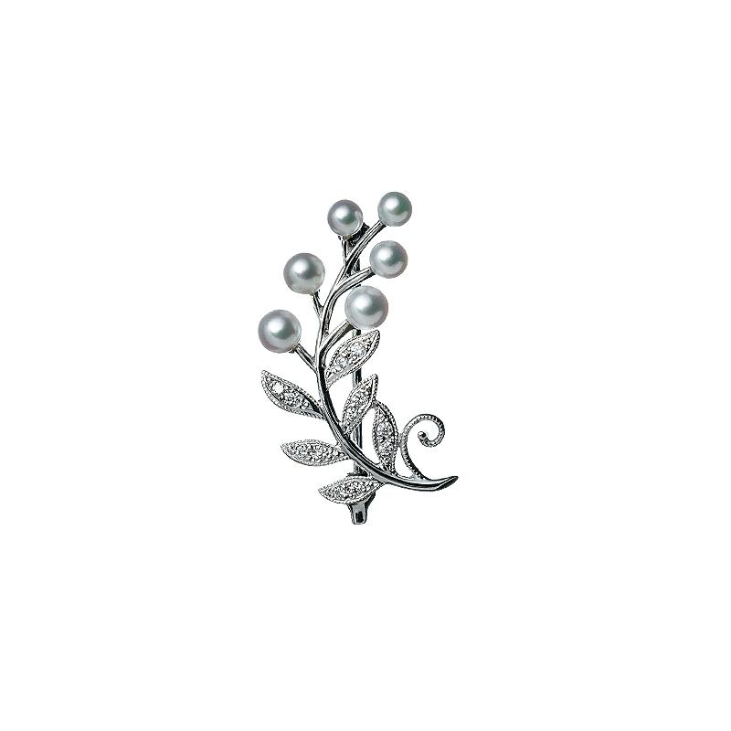 ブローチ〈WG、あこや真珠、 ダイヤモンド〉¥185,000/ミキモト